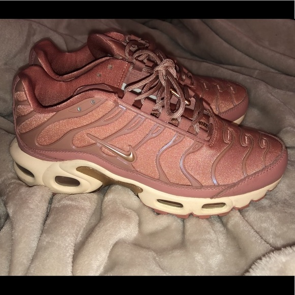 best service e5217 fdec0 Rose gold and beige womens sz 6 Nike air max plus